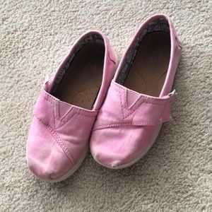 Pink toddler Velcro TOMS